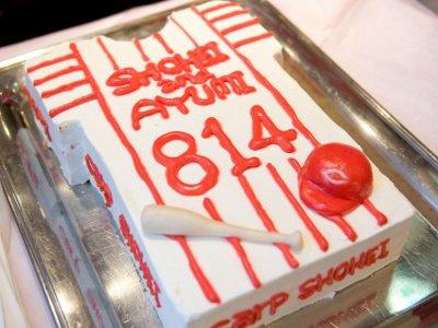 入籍日が背番号のウエディングケーキ